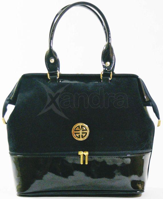 74b536c87d37 Elegantná prešívaná kabelka lak a semiš - čierna - zlaté doplnky ...