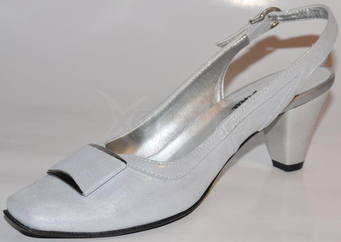 47b95f6156fe Elegantné kožené spoločenské sandálky - strieborné Elegantné kožené  spoločenské sandálky - strieborné