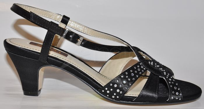 6b1b9bef4f8a Elegantné spoločenské sandále - čierne - kabelkyaobuv.sk - Xandra ...